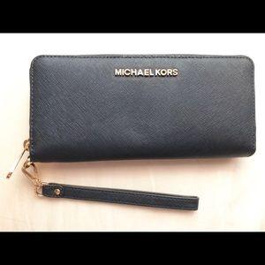 Micheal Kors navy wristlet wallet
